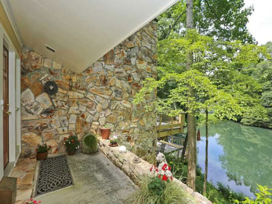 1960s waterside midcentury modern property in Atlanta, Georgia, USA