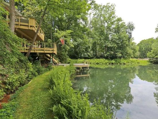 1960s waterside midcentury modern property in Atlanta, Georgia, USA
