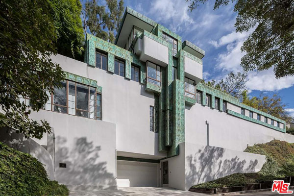1920s Lloyd Wright-designed Samuel Novarro House in Los Feliz, California, USA