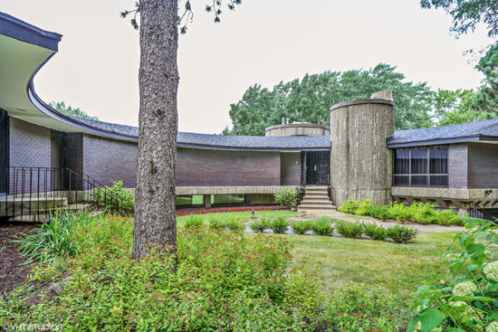 1960s Gedas Bliudzius-designed modernist property in Barrington, Illinois, USA