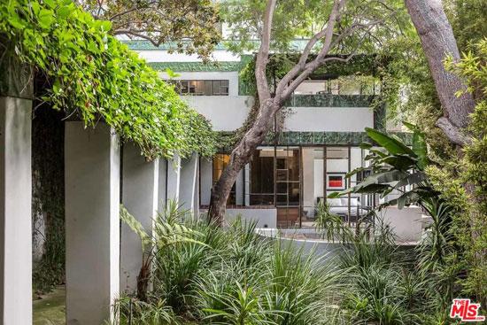 1920s Lloyd Wright-designed Samuel Novarro House in Los Feliz, California, USA