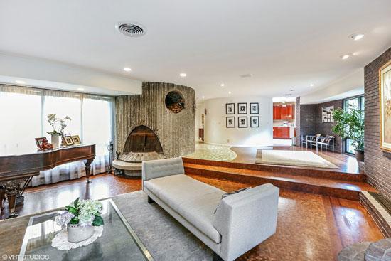 1960s Gedas Bliudzius-designed modernist property in Barrington, Illinois, USA