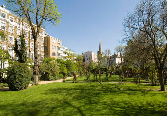 Two-bedroom apartment in the Edwin Maxwell Fry-designed Number 65 Ladbroke Grove, London W11
