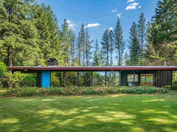 1960s midcentury modern: Moritz Kundig-designed Wallmark House in Nine Mile Falls, Washington, Washington, USA
