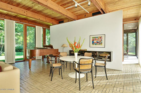 1960s David Haid-designed modernist property in Lakeside, Michigan, USA