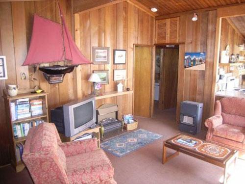 Three-bedroomed wooden chalet in Llanbedrog, Gwynedd, North Wales