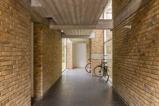 Apartment in Stirling & Gowan's 1950s Langham House Close in Richmond, London TW10