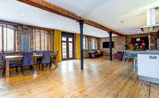 Grade II-listed conversion: Limehouse Wharf apartment in London E14