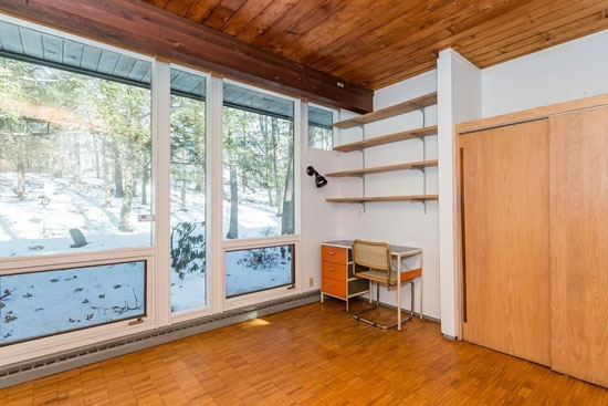 1960s midcentury modern: Two-bedroom property in Longmeadow, Massachusett, USA