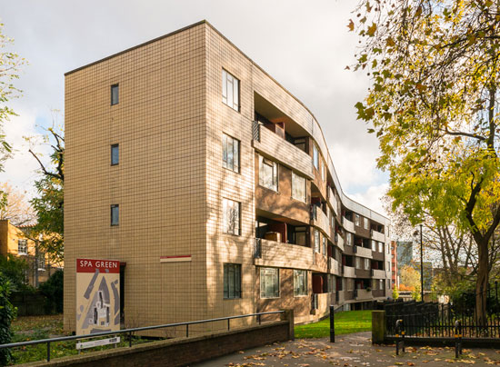 On the market: Two-bedroom flat on the Berthold Lubetkin-designed Spa Green Estate in Clerkenwell, London EC1
