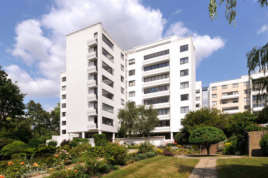 Two-bedroom apartment in the Berthold Lubetkin-designed grade I-listed Highpoint building in London N6