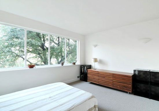 Two bedroom flat in the 1930s Berthold Lubetkin-designed Highpoint building, Highgate Village, London N6