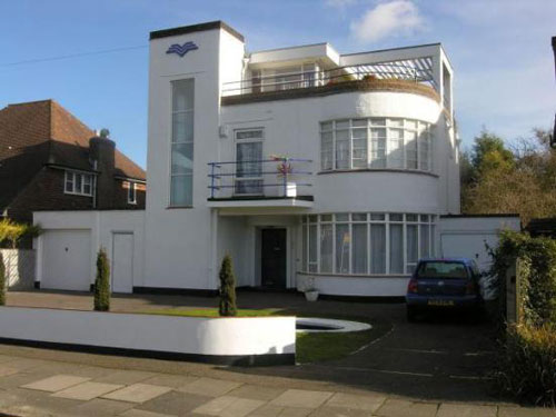 On the market: 1930s six-bedroomed art deco house in Luton, Bedfordshire (price update)