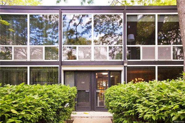 1950s modernism: Mies van der Rohe-designed townhouse in Detroit, Michigan, USA
