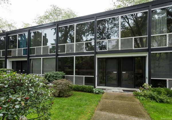 1950s modernist living: Mies van der Rohe-designed townhouse in Detroit, Michigan, USA