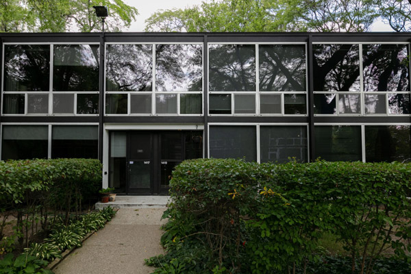 1950s Mies van der Rohe townhouse in Detroit, Michigan, USA