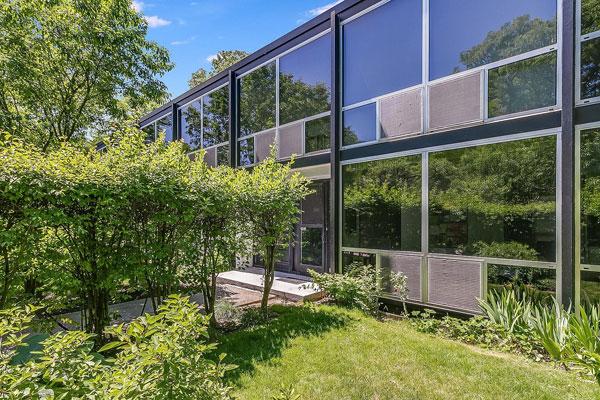 1950s Mies van der Rohe modern townhouse in Detroit, Michigan, USA