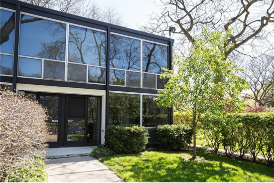 On the market: 1950s Mies Van Der Rohe-designed modernist townhouse in Detroit, Michigan, USA