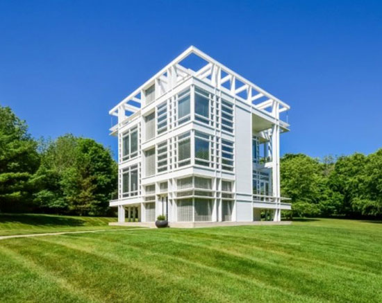 On the market: Dirk Lohan-designed modernist property in Ada, Michigan, USA
