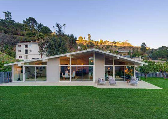 1950s three-bedroom midcentury modern property in Los Angeles, California, USA
