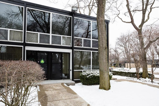 1950s Mies Van Der Rohe-designed townhouse in Detroit, Michigan, USA