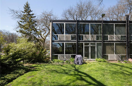 1950s Mies Van Der Rohe-designed modernist townhouse in Detroit, Michigan, USA