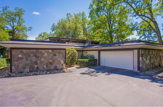1960s midcentury modern property in Bloomfield Hills, Michigan, USA