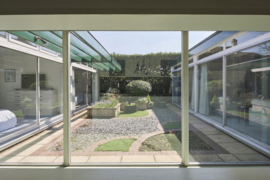 1970s Micheal Manser midcentury modern house in Finchampstead, Berkshire