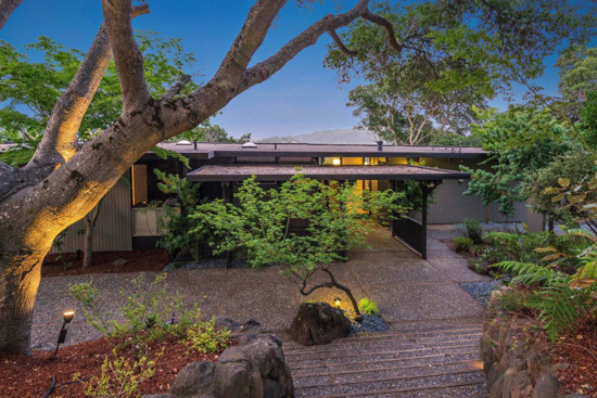 Updated 1960s midcentury modern property in San Anselmo, California, USA