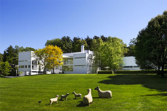 On the market: 1970s Richard Meier-designed White Castle in Old Westbury, New York, USA