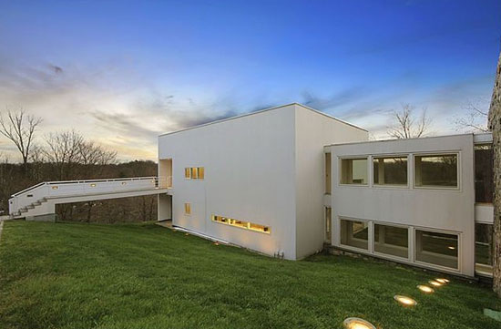 Richard Meier-designed Orchard Hill modernist property in Mount Kisco, New York, USA