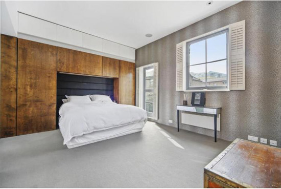 Three-bedroom mews conversion in London W11