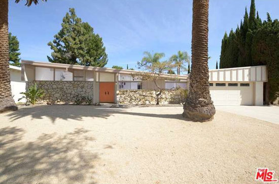 On the market: 1950s Palmer & Krisel-designed midcentury modern property in  Northridge, California, USA