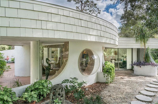 1970s Dan Duckham circular modernist property in Lutz, Florida, USA