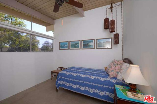 1950s Palmer & Krisel-designed midcentury modern property in  Northridge, California, USA