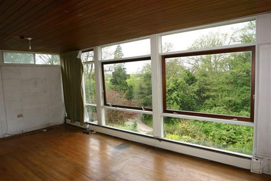 http://www.wowhaus.co.uk/2012/04/08/on-the-market-1960s-roy-hickman-designed-three-bedroom-house-in-keston-kent/