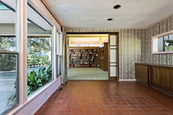Johnny Stroh-designed midcentury modern property in Santa Paula, California, USA