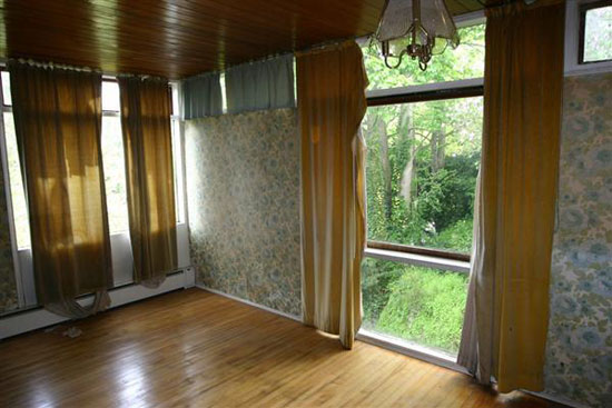https://www.wowhaus.co.uk/2012/04/08/on-the-market-1960s-roy-hickman-designed-three-bedroom-house-in-keston-kent/