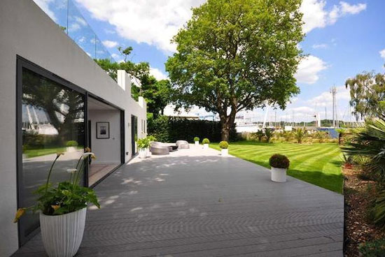 1930s modernist property in Hamble, near Southampton, Hampshire