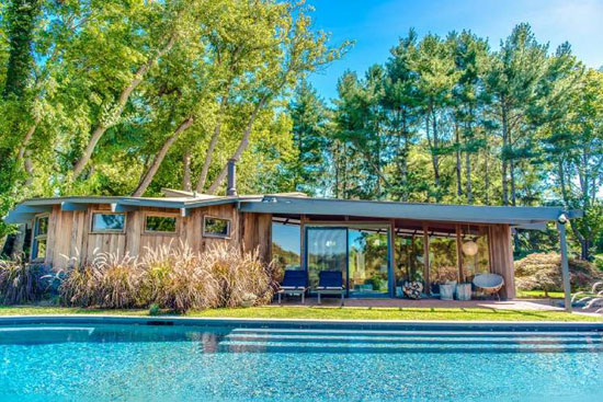 1970s modernist retreat in Shelter Island, New York, USA