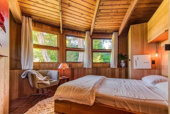 1970s modernist retreat in Shelter Island, New York, USA