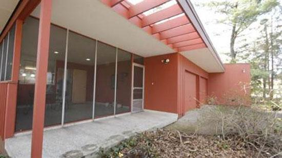 1960s Richard Neutra-designed midcentury modern property in Uniontown, Pennsylvania, USA