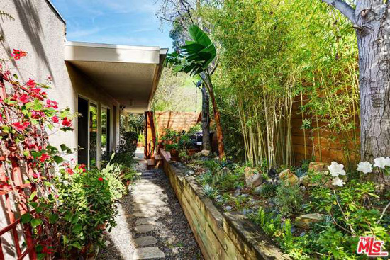 Hillside modernism: 1960s Richard Neutra-designed modernist property in Sherman Oaks, California, USA