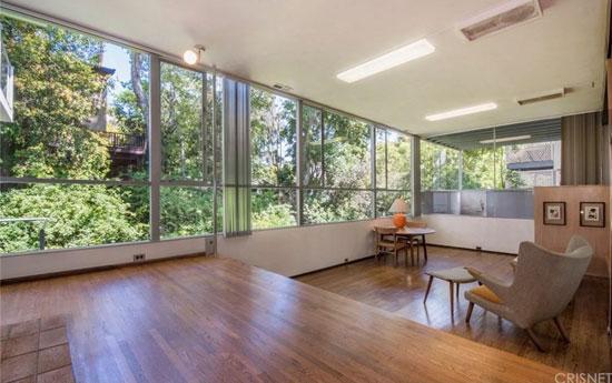 1960s modernism: Richard Neutra-designed Robert L. Hendershot House in West Hollywood, California, USA