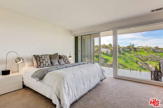 Hillside modernism: 1960s Richard Neutra-designed modernist property in Sherman Oaks, California, USA
