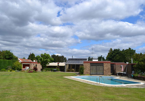 Peter Barefoot-designed single story house in Nacton, Suffolk