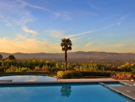 1970s Richard and Dion Neutra-designed modernist property in Tarzana, California, USA