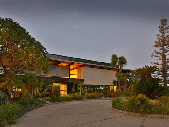 1970s Richard and Dion Neutra-designed modernist property in Tarzana, California, USA