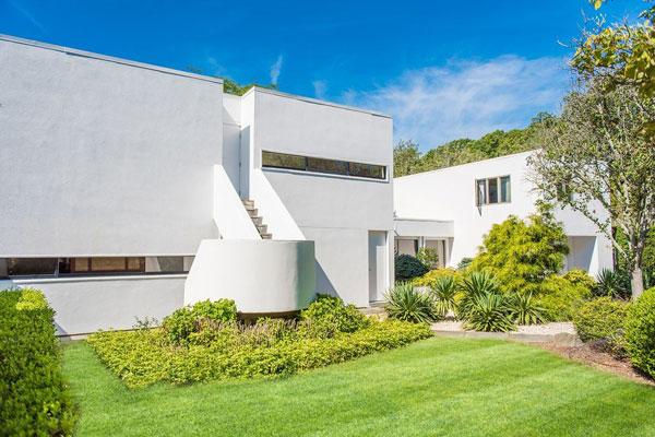 1970s modernism: Julian and Barbara Neski-designed property in Water Mill, New York, USA