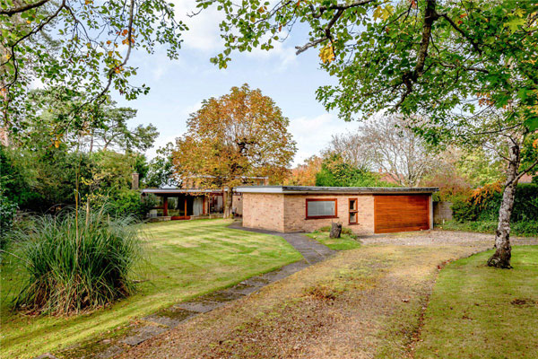 1960s midcentury modern house in Newbury, Berkshire